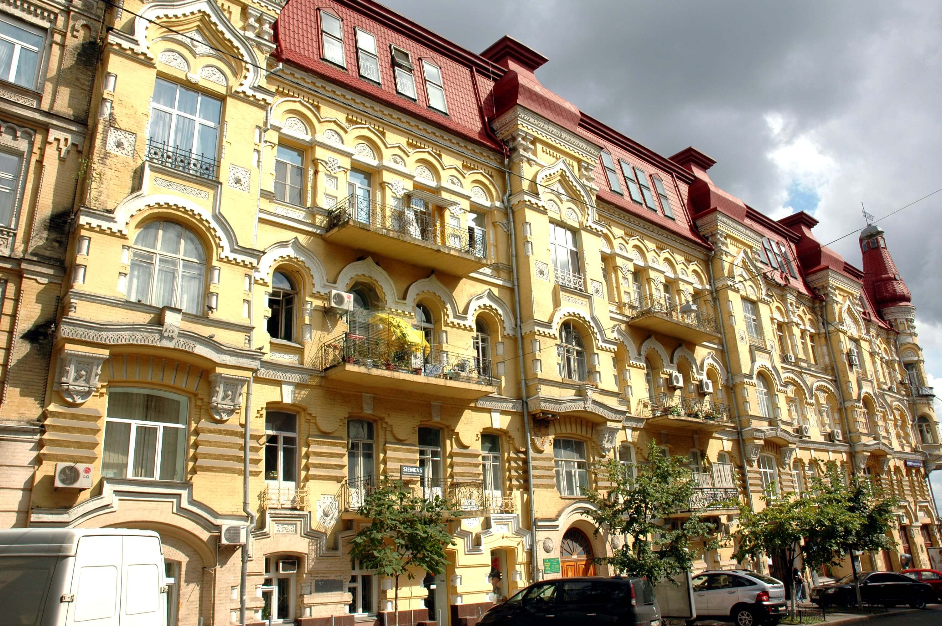Snezhko and Khlebnikova's profitable house