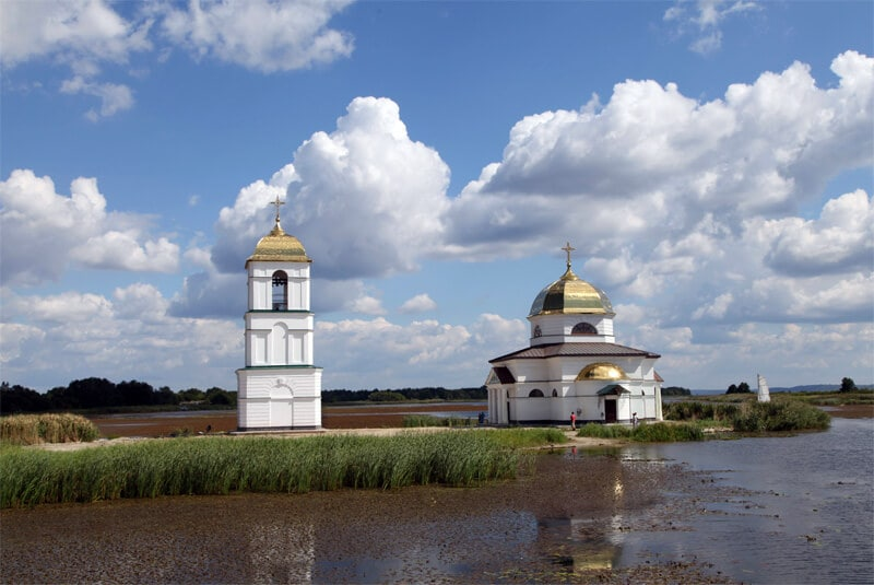 Flooded church (Rzhyshchiv)