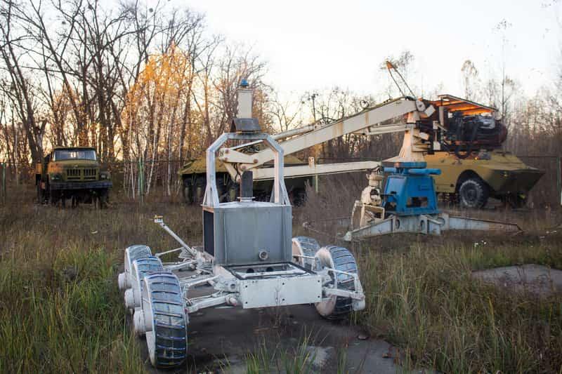 Выставка роботов и техники