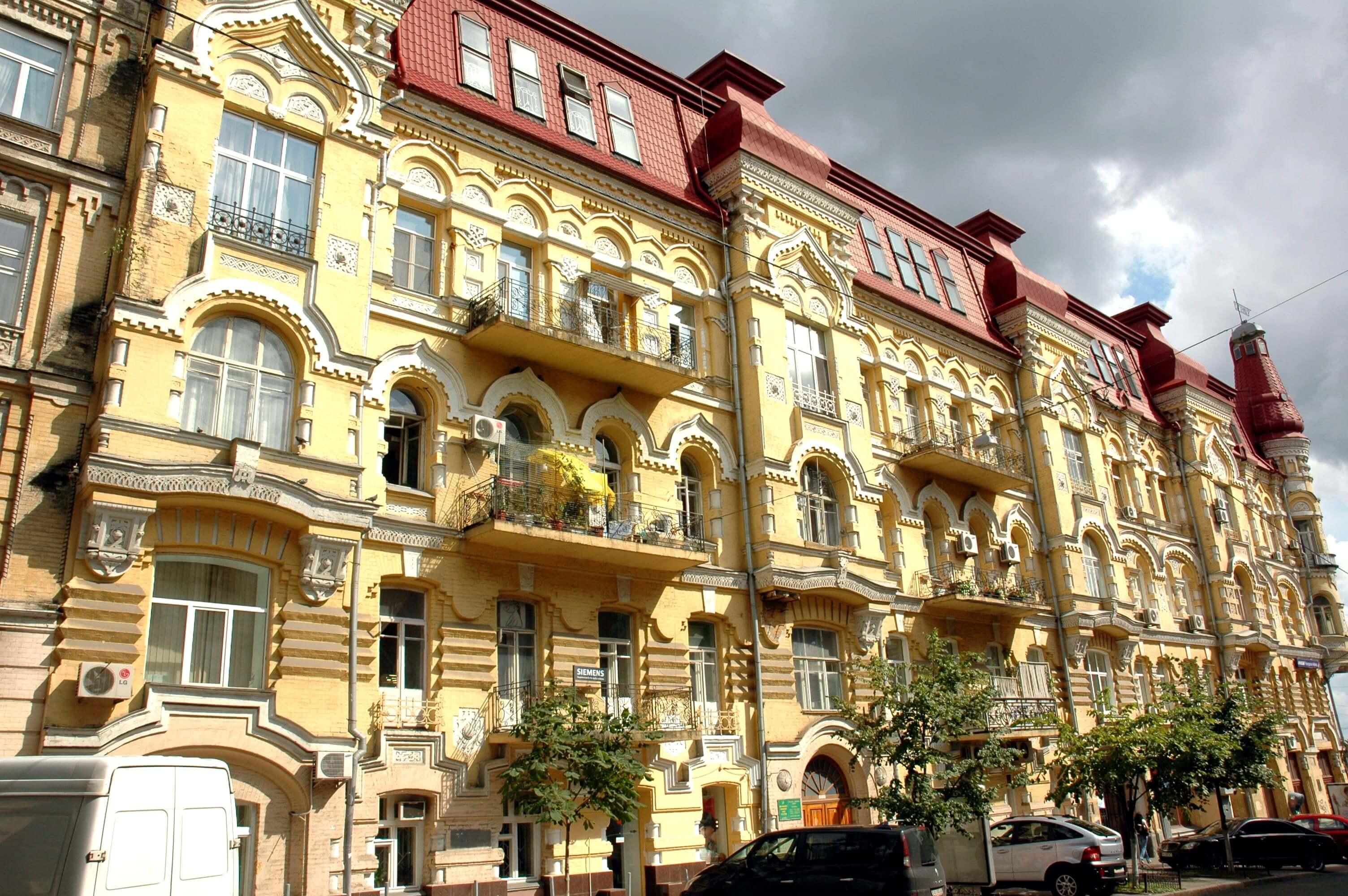 Snezhko and Khlebnikova's profitable house