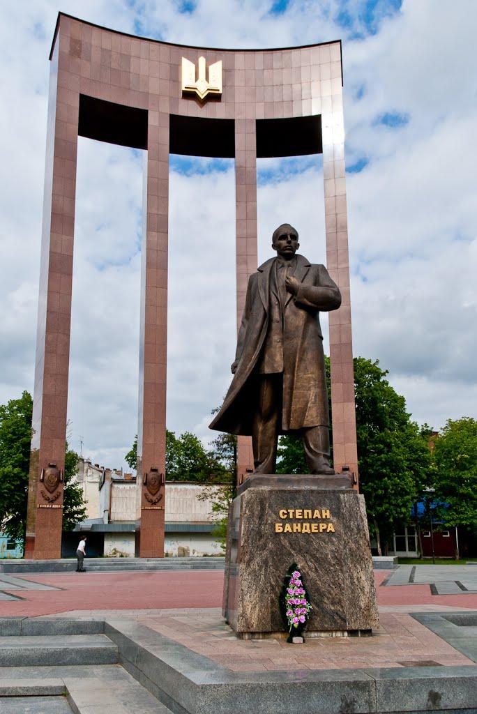 Bandera Monument
