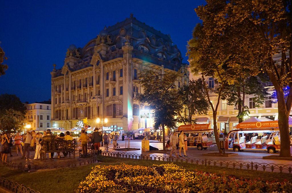 Party excursion in Odessa, str. Deribasovskaya