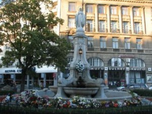 What places to visit in Lviv fountain with the figure of the Mother of God